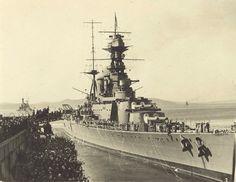 HMS Hood Ship Breaking, Hms Hood, Capital Ship, Military Diorama, Navy Ships, Royal Navy, Battleship, Warfare, Wwii