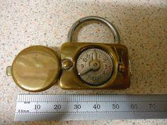Clock padlock