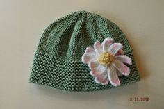 Quick and Easy Baby Daisy Hat Knitting Pattern   by Hampton Towers