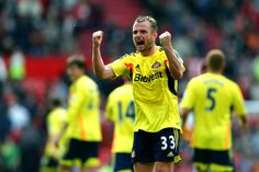 Lee Cattermole of Sunderland celebrates following his team's 1-0 victory during the Barclays Premier League match between Manchester United ...