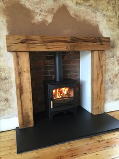 Wonderful Pic freestanding Fireplace Hearth Strategies Fireplace – more hearth & fireplace inspiration at www. Wood Burner Fireplace, Wooden Fireplace, Inglenook Fireplace, Freestanding Fireplace, Farmhouse Fireplace, Fireplace Hearth, Home Fireplace, Living Room With Fireplace, Fireplace Design