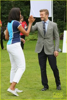 Michelle Obama & David Beckham Prep for London Olympics!: Photo David Beckham cheers on Michelle Obama at Nickelodeon's Let's Move event at the American Ambassadors Residence: Winfield House at Regents Park on Friday (July… David Beckham Photos, Style David Beckham, David Beckham Suit, David Gandy, Michelle Obama Photos, Michelle Obama Fashion, Cocktail Dress Code Male, Cocktail Attire, Most Stylish Men