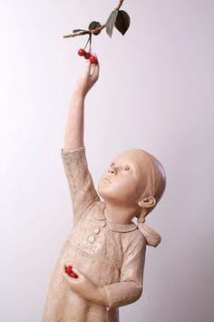 BERIT Artiste Norvégienne, Bérit sculpte des petites filles en bronze , présente en permanence à la Galerie SAKAH de Toulouse, des petites filles et adolescente au teint pale, douce, innocence de l'enfance. Artiste exposé en Belgique, Paris, Courchevel, Saint Paul, Pays Bas, CORCE, ArtFAIRS NEW YORK, ARTFAIRS SINGAPOUR, LILLE. Art price, cote officielle, Ventes aux enchères publiques, présente dans les collections privées de grands mécènes de l'Art contemporain à l'international.
