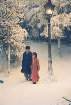 Edmund and Lucy under the famous lamppost in the Chronicles of Narnia