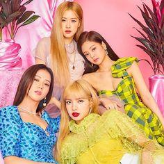 Blackpink is the revolution Kpop Girl Groups, Korean Girl Groups, Kpop Girls, Divas, Top Kpop, Lisa Blackpink Wallpaper, Black Pink Kpop, Blackpink Photos, Blackpink Fashion