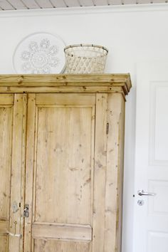talonpoikaiskaappi //old cabinet Old Cabinets, Play Houses, Armoire, Furniture, Home Decor, Clothes Stand, Decoration Home, Closet, Room Decor