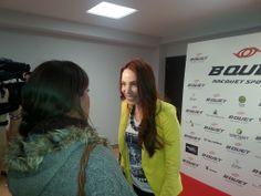 La actriz Nerea Garmendia atiende a los medios