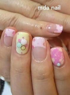 Dots & bubbles Nail Art