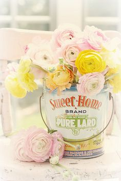 "Love the flowers, but get a look at the can... Pure Lard.... makes biscuits so good that it makes you want to ""slap yo momma""!!!"