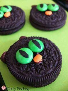 Easy No-Bake Cat Cookies   31 Last-Minute Halloween Hacks