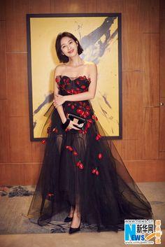 Actress Zhang Li  http://www.chinaentertainmentnews.com/2016/11/zhang-li-at-fashion-event.html