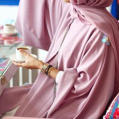 hijab and abaya image Arab Fashion, Islamic Fashion, Muslim Fashion, Modest Fashion, Look Fashion, Womens Fashion, Hijab Fashionista, Mode Abaya, Mode Hijab