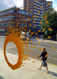 Wheels of Fire, by Ken Marten: The 'blown circle' design was chosen as a contrast to the grid-like urban environment in which the shop is located and as a way of revealing the petals as they float away. Visual Display, Display Design, Store Design, Retail Windows, Store Windows, Shop Window Displays, Store Displays, Retail Displays, Wheels Of Fire