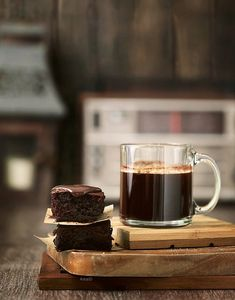 Could use this cup of coffee right about now and those brownies too. YES PLEASE!