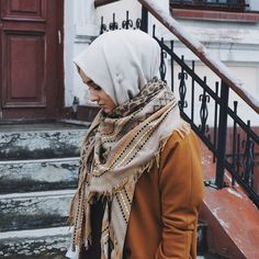 Discovered by Nesrine. Find images and videos about diamond and hijab on We Heart It - the app to get lost in what you love. Islamic Fashion, Muslim Fashion, Modest Fashion, Hijab Fashion, Fashion Outfits, Fashion Ideas, Hijab Chic, Hijab Dress, Hijab Outfit