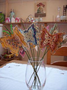 Vlinders gemaakt van lampenkapfolie. Patroon is uit de tijd dat ik handwerkparty's verzorgde en deze pakketjes samenstelde en verkocht.