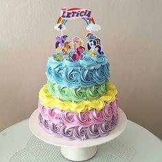 """4,594 Me gusta, 33 comentarios - 💖 Por Cris Rezende 💖 (@festejarcomamor) en Instagram: """"Você vai fazer uma festa com tema My Little Pony? Olha que ideia encantadora de bolo. Lindo, né?…"""""""