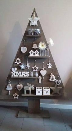 Pallet Wood Christmas Tree, Wooden Christmas Tree Decorations, Unique Christmas Trees, Christmas Tree Crafts, Rustic Christmas, Christmas Projects, Christmas Trimmings, Christmas Inspiration, Facebook
