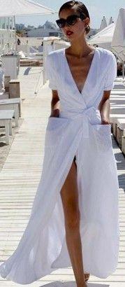 Robes légères, shorts et blouses... sur le sable ou en terrasse, découvrez comment habiller avec style vos maillots fétiches.