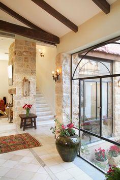 המנה העיקרית: ביקור בבית של לימור לניאדו תירוש | בניין ודיור Home Design Decor, House Design, Interior Design, Home Decor, House Windows, House Entrance, Stone Houses, Interior Exterior, Home Fashion