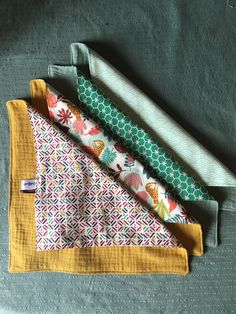 Discover recipes, home ideas, style inspiration and other ideas to try. Baby Sewing, Love Sewing, Coin Couture, Sustainable Gifts, Creation Couture, Cotton Napkins, Sewing Clothes, Refashion, Printed Cotton