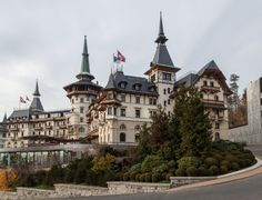 Cunha e família fizeram roteiro de luxo e realeza na Europa; veja as despesas