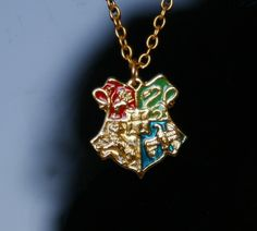 Harry Potter Hogwarts Crest Golden Chain Hogwarts school crest, which also bears the name of the school(H), and the four symbols which represent the houses of Gryffindor, Slytherin, Ravenclaw and Hufflepuff.
