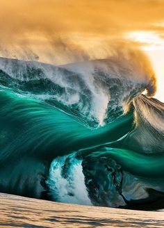The Beauty of The Waves In The Hands of a Photographer - Amazing Stories War Photography, Types Of Photography, Wildlife Photography, Landscape Photography, Photography Equipment, No Wave, Water Waves, Sea Waves, Fuerza Natural