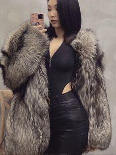 Chinchilla Fur Coat, Fox Fur Coat, Fur Coats, Dope Fashion, Fur Fashion, Womens Fashion, Asian Woman, Asian Girl, Bellisima