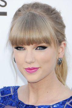Pretty pink lip on Taylor Swift