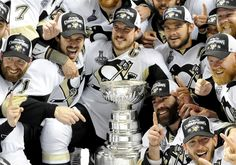 Penguins take the team photo with the Stanley Cup after defeating the Sharks in Game 6 of the Stanley Cup final Sunday at SAP Center in San Jose. (Matt Freed/Post-Gazette) Pens Hockey, Hockey Teams, Hockey Players, Ice Hockey, Hockey Stuff, Hockey Puck, Sports Teams, Pittsburgh Sports, Pittsburgh Penguins Hockey