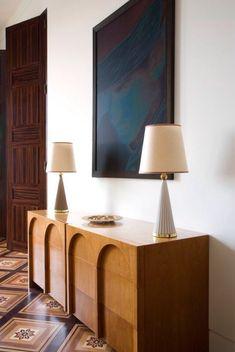 Home Interior Cuadros Pierre Yovanovich / Apartment, 2007 / Quai Anatole Furniture Inspiration, Interior Design Inspiration, Küchen Design, House Design, Design Ideas, Furniture Decor, Furniture Design, Antique Furniture, Deco Restaurant