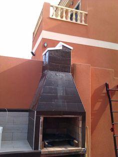 Hacer Barbacoa de obra | Bricolaje Argentine Grill, Outdoor Bbq Kitchen, Brick Bbq, Four A Pizza, Garden Doors, Barbecue Grill, Home Hacks, Backyard Patio, House