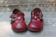 52 FLEA: School Shoes