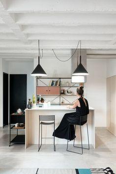 La pratique architecturale serbe Autori a récemment rénové cet appartement de 80 m² pour un jeune couple au cœur de Belgrade. Ayant à l'esprit la volonté d