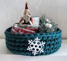 Faça você mesma cestos de Natal com fio de malha