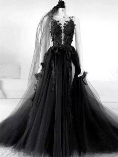 Winter Formal Dresses, Black Evening Dresses, Black Prom Dresses, Dress Winter, Black Formal Gown, Black Lace Gown, Beautiful Black Dresses, Gothic Prom Dresses, Prom Dresses Long Sleeve