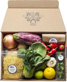 Food Packaging Design, Packaging Design Inspiration, Home Delivery Meals, Vegetable Packaging, Vegetable Shop, Farm Projects, Vegan Cafe, Blue Apron, Sock Dolls