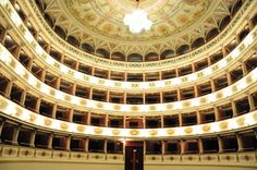 Teatro Giancarlo Menotti di Spoleto: il più grande teatro all'italiana dell'Umbria. Un teatro bellissimo che è sede privilegiata del Festival due mondi di Spoleto