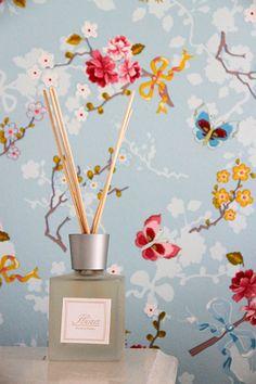 Koti kolmelle - Sisustus & Lifestyle #kotikolmelle #wallpaper #huonetuoksut