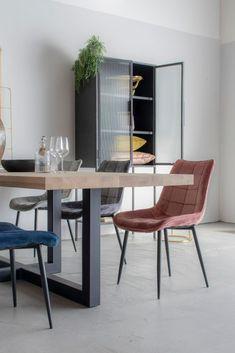 Eetkamerstoel Velours Rob Oker Geel   Oosterbaan Living Velvet Shop, Dining Chairs, Dining Table, Zen, Modern Design, Bedroom, Furniture, Lifestyle, Home Decor