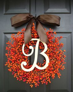We Are GAGA Over This Round Up Of 10 Amazingly Gorgeous Fall Wreaths. There Are Full Of All Sorts Of Style And Comfort And Make Amazing Door Decor!