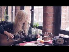 Noserings & Shoestrings - Nina Nesbitt (Live Session). Further proof that everything from the UK is better. Just everything.