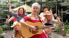 This Song About Older Ladies Is SO FUNNY That It's Going VIRAL!>>> Even If you don't like country music, this video is pretty funny. Steel Guitar, Female Songs, Musica Country, Hippie Man, Country Songs, Can't Stop Laughing, Getting Old, Old Women, Alter