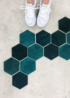 Make a unique statement with our large teal hexagon tile! These teal hexagon ceramic tiles will surely add a touch of character to any room in your home. Pallet Bathroom, Bathroom Signs, Bathroom Shelves, Small Bathroom, Downstairs Bathroom, Hexagon Tile Bathroom, Hexagon Tiles, Bathroom Flooring, Kitchen Flooring
