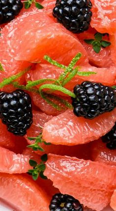 Pickled Blackberries and Grapefruit Salad Healthy Eating Recipes, Nutritious Meals, Whole Food Recipes, Vegetarian Recipes, Cooking Recipes, Grapefruit Salad, Vegan Potluck, Fruit Salad Recipes, Fruit Dishes