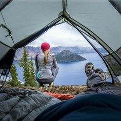 Some moments just can't be beat. Crater Lake National Park, Oregon. Photo by @pebbleshoo