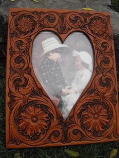 Hand Tooled Leather Western Heart Picture Frame by JPsLeather Leather Tooling, Tooled Leather, Leather Tutorial, Leather Projects, Leather Accessories, Craft Work, Bridesmaid Gifts, Diy Gifts, Embroidery Patterns