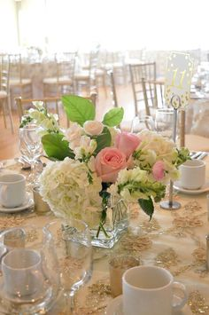 Blush pink and gold centrepiece | By Unico Decor