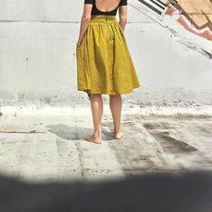 Day 9: Sun! Splendid sun! Clothes for being barefoot and contented. And on lunch break outside in this weather. Skirt is sewn from @megannielsenpatterns #brumbyskirt pattern in #kaffefassett shot cotton. And a chartreuse zipper found at the always magical @pacifictrimmings. #handmadewardrobe #sewing #MNbrumby #memademay #mmmay16 #mmm2016 by claireallenplatt